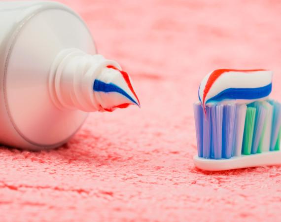 Vymáčkněte z pasty ještě víc. 13 tipů pro domácnost