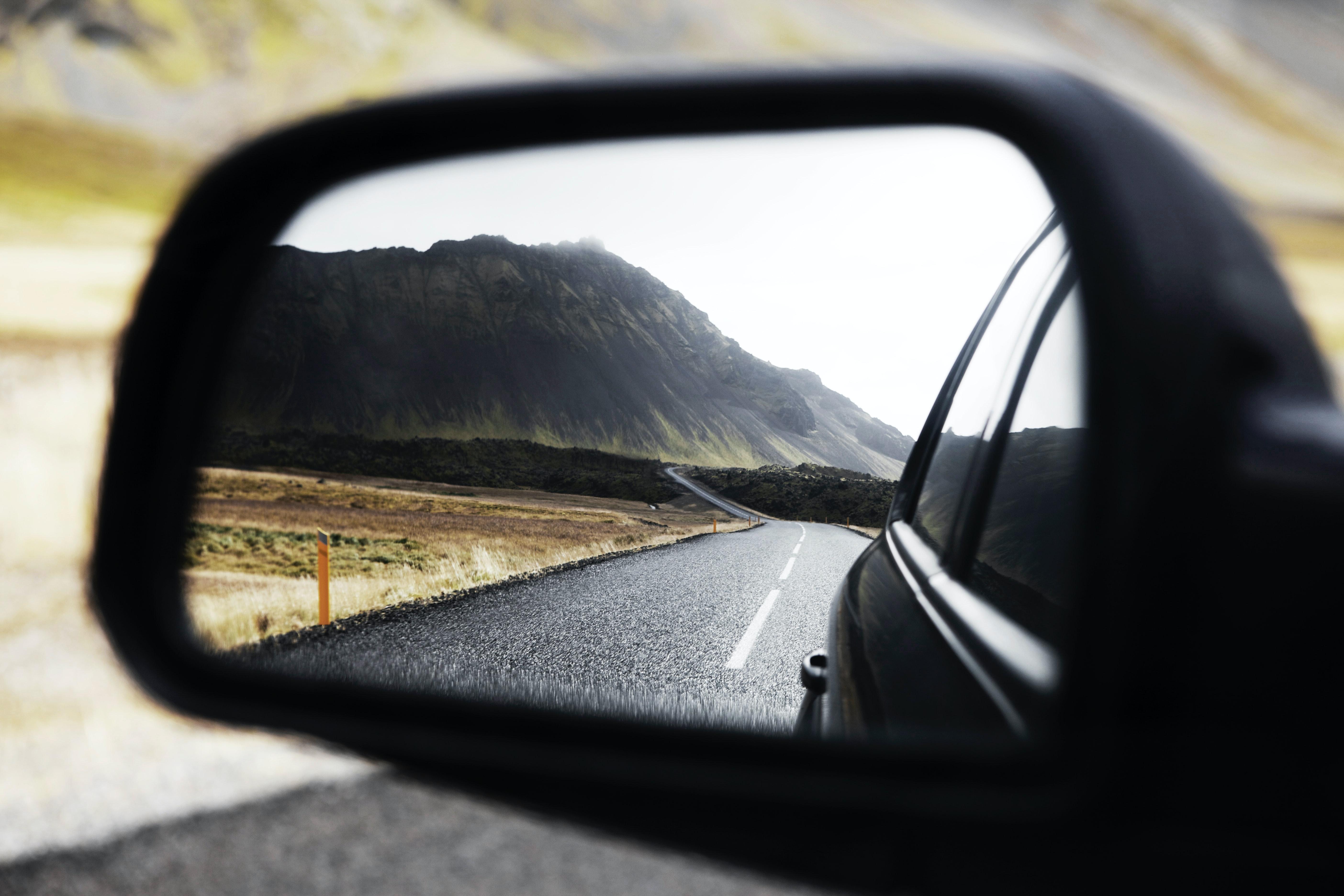 Opravy auta svépomocí: Jak přilepit vnější a vnitřní zpětné zrcátko?