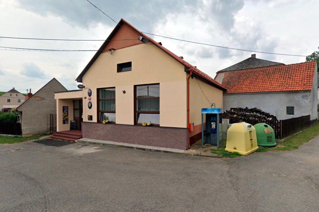 Poslední telefonní budka v Česka v Hlubyni na Příbramsku